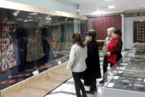 Pushkin nomidagi San'at muzeyi direktori Pushkina Marina Loshak v Nukusda